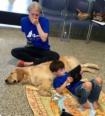 Foto bimbo autistico e cane Tornado
